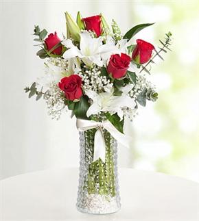 Kırmızı Aşk Güller ve Lilyumlar