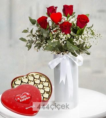 Çikolatalı Kırmızı Güller ile Tatlı Kalpler