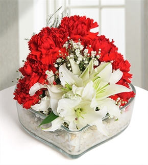 En Özel Kalp Beyaz Lilyum ve Karanfil Aranjmanı